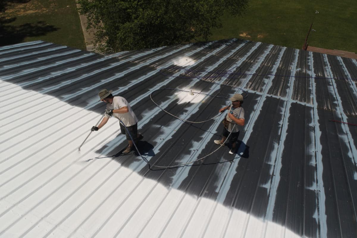 dakcoating van metalen dakplaten